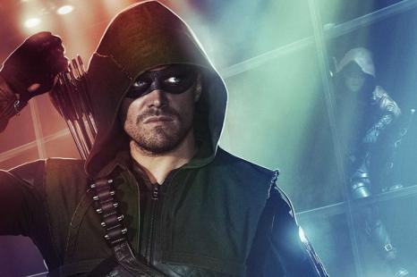 Arrow monte sur le ring de la WWE