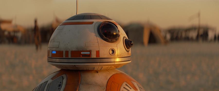 BB-8, la véritable star de ce film qui arrive à nous faire complètement oublier notre cher R2-D2.