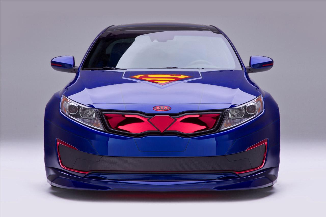La Kia Optima Hybrid Superman se dévoile enfin!