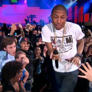 Pharrell Williams met le feu !