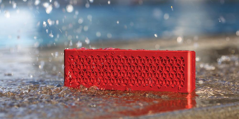 La Creative Muvo Mini sort de l'eau