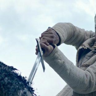 Le Roi Arthur – La Légende d'Excalibur dévoile ses immenses pouvoirs en vidéo…